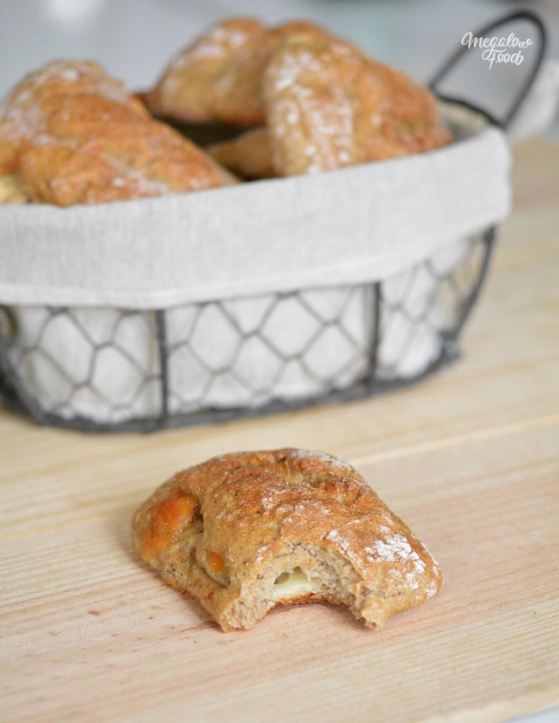 Petit pain de seigle fromage et jambon cru megalowfood